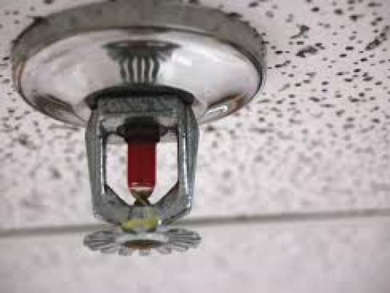 sprinklers são sistemas de combate a incêndios por água